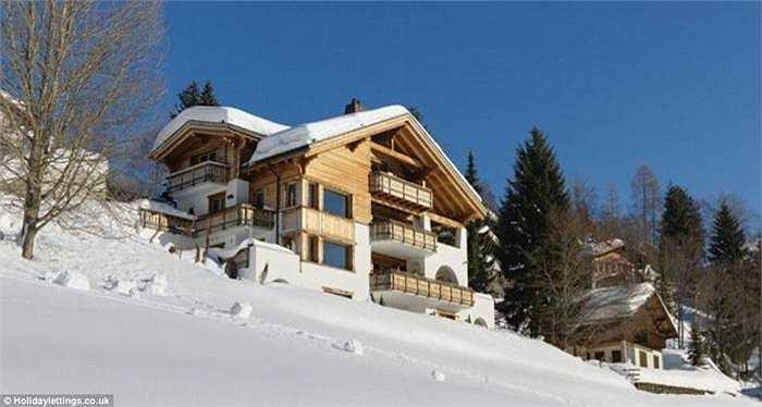 Chesa Falcun Chalet, Klosters, Thụy Sĩ (giá 9.900 bảng/đêm). Khu nghỉ dưỡng này được xây dựng năm 2008, nhìn ra thung lũng Kloster. Du khách tới đây ngoài tận hưởng không khí trong lành còn có các dịch vụ tắm hơi, massage