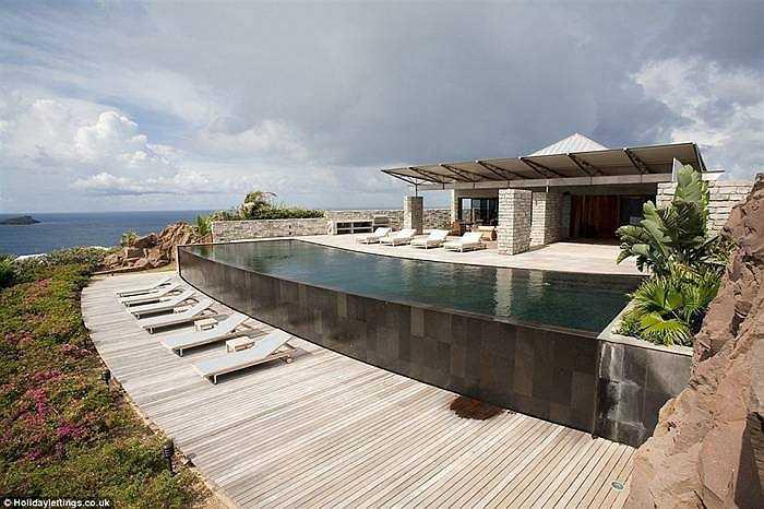 La Danse Des Etoiles, St Barts, Caribbean, giá 6.429 bảng/đêm. Mất gần 2 năm, khu nghỉ dưỡng này mới được xây dựng xong. Công trình này đơn sơ nhưng toát lên sự sang trọng và thoải mái. Bên trong có 3 phòng ngủ cho 6 người