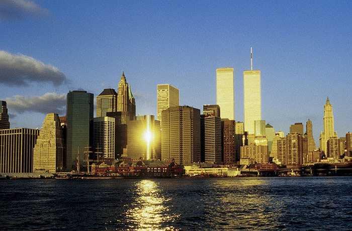 Tiêu biểu là sự kiện 11/9 tại tòa tháp đôi của trung tâm thương mại thế giới. Tòa tháp đôi này đã tạo nên con số 11 khổng lồ, máy bay đâm vào tòa tháp là chuyến bay thứ 11, có 11 phi hành gia và 92 hành khách, cộng lại vẫn là con số 11. Điều đó khiến nhiều người tin rằng số 11 là số không may mắn.