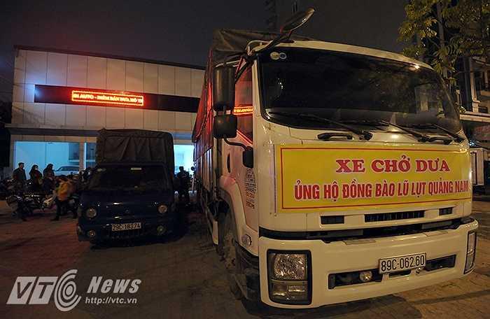 Chuyến xe chở 20 tấn dưa hấu cuối cùng của nông dân vùng lũ ở huyện Điện Bàn (Tỉnh Quảng Nam) đã về tới Tp Hà Nội trong đêm ngày 11/4.