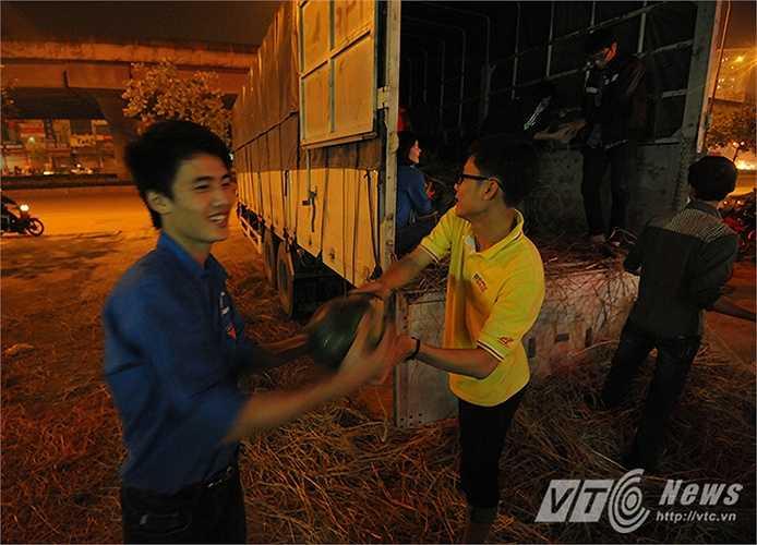 Đây là số dưa hấu cuối cùng trong tổng số 185 tấn dưa hấu được nhóm thiện nguyện 'Áo ấm biên cương' tổ chức thu mua và bán hỗ trợ cho nông dân tỉnh Quảng Nam.