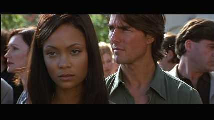 Thandie Newton và Tom Cruise trong Mission Impossible 2.
