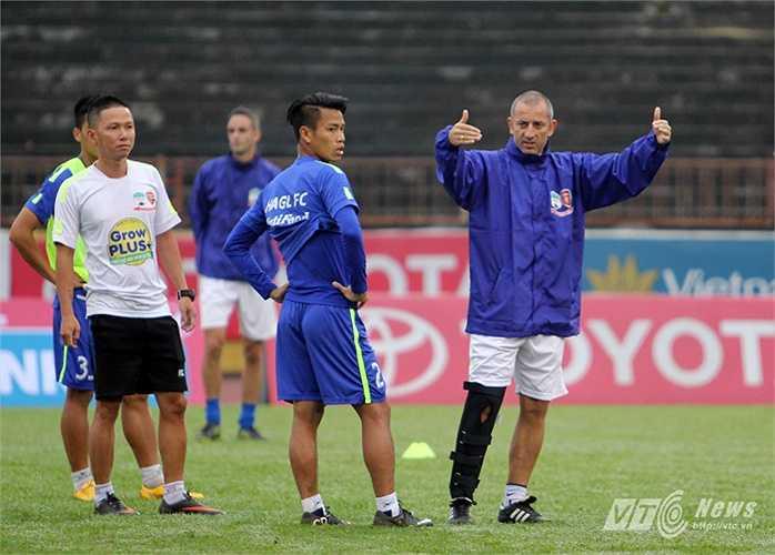 Trước khi làm HLV, thầy Giôm bắt đầu sự nghiệp cầu thủ năm 1993 trong màu áo CLB Dijon (đội bóng đang đá ở Ligue 2)