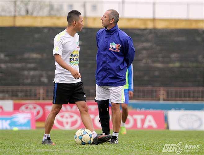 Trước khi đến phố Núi, ông từng có thời gian làm việc tại Học viện Arsenal JMG của Thái Lan