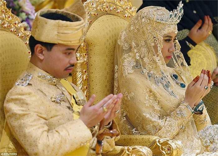 Hoàng tử Abdul Malik là con trai út của Quốc vương Hassanal Bolkiah và Hoàng hậu Saleha. Hoàng tử đứng hàng thứ hai trong thừa kế ngai vàng Brunei