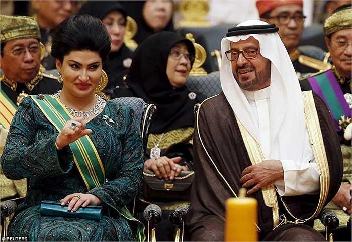 Tham dự lễ cưới còn có các quan chức cấp cao của đất nước láng giềng Malaysia và Saudi Arabia. Trong ảnh là Hoàng tử Saudi Arabia Saud bin Abdul Mohsen bin Abdul Aziz