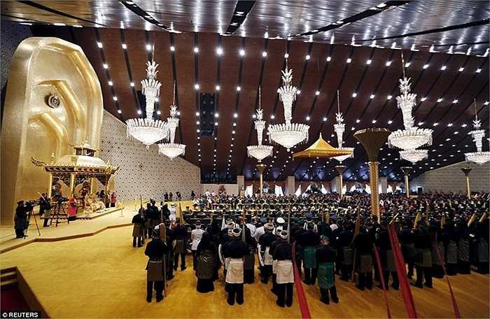 Cung điện Nurul Iman có 1.788 phòng, 5 hồ bơi lớn, 257 phòng tắm và 110 ga ra ô tô