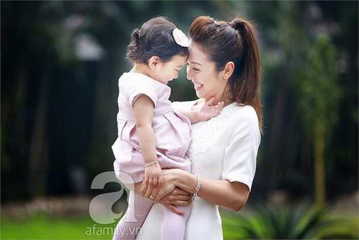 Công chúa nhỏ của Jennifer Phạm thừa hưởng nhiều nét đẹp của cả bố và mẹ.