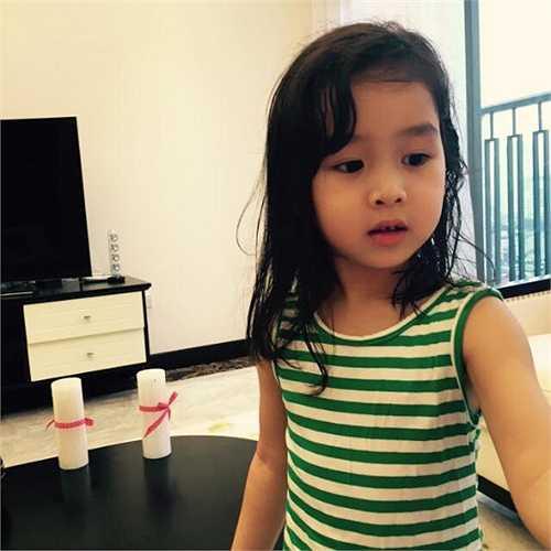 Giống như Jennifer Phạm, Lưu Hương Giang cũng có một công chúa nhỏ rất dễ thương.