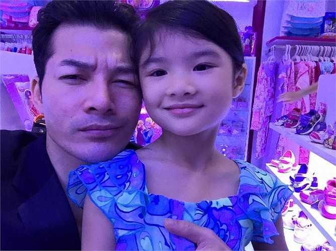 Trần Bảo Sơn quấn quýt bên con gái Bảo Tiên.