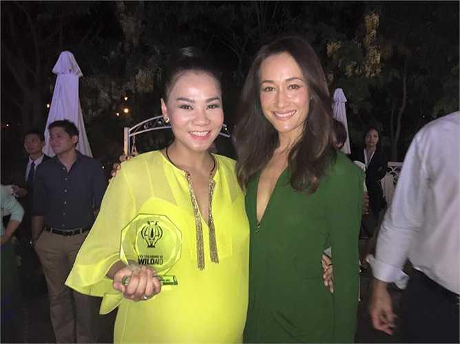 'Bà bầu' Thu Minh đọ sắc bên mỹ nhân gốc Việt Maggie Q.