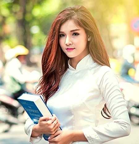 Phương Như sinh ra và lớn lên ở quê hương Đồng Tháp. Từ nhỏ cô bạn đã ham học hỏi, luôn có thành tích học tập đứng nhất, nhì trong lớp.