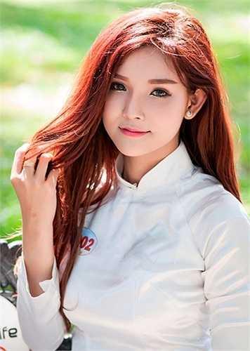 Phương Như có chiều cao ấn tượng 1,76m và gương mặt xinh đẹp nên thường xuyên được mời làm người mẫu ảnh, đóng MV.