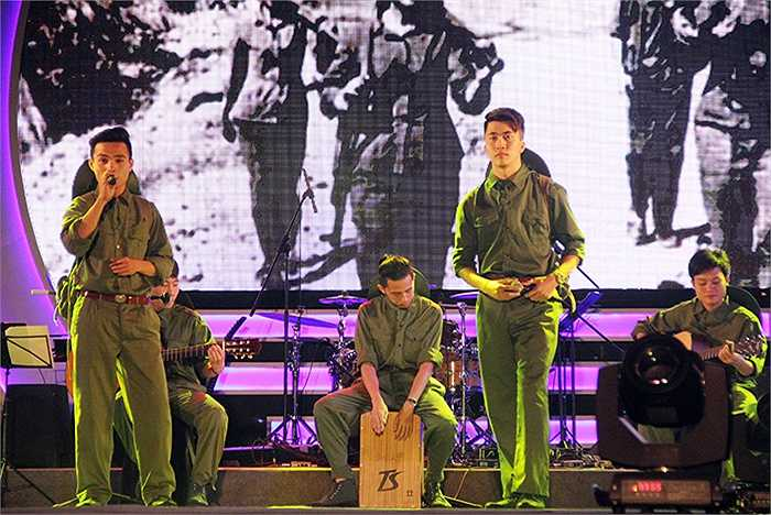ĐH Nông nghiệp Việt Nam với bản Mashup Trường Sơn khiến khán giả vô cùng phấn khích.