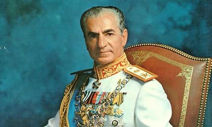 Buổi Yến tiệc do vua Iran Mohammad Reza Pahlavi (1919 - 1980) tổ chức. Nó diễn ra trong ba ngày từ 12-14/10/1971. Các hoạt động này đều nhằm tôn vinh lịch sử và những thành tựu của đất nước Iran vào thời điểm đó. Ảnh: Vua Mohammad Reza Pahlavi.