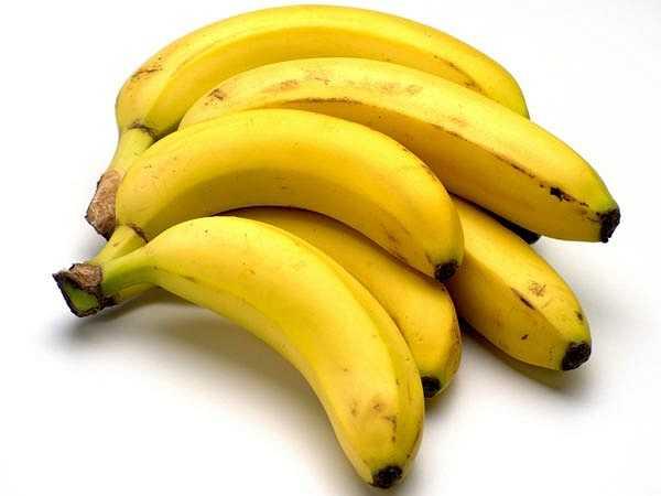 Chuối: Chuối là một trong những loại trái cây kỳ diệu giúp tăng cân. Loại trái cây này chứa lượng calo cao và cải thiện sản xuất hemoglobin của cơ thể. Đây là sự lựa chọn tốt và hiệu quả nhất cho những người muốn tăng cân với lượng calo lành mạnh.