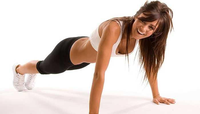 3. Tập thể dục thường xuyên: Tập thể dục đều đặn có thể giảm nguy cơ ung thư đến 20%. Vì vậy, bạn nên tập luyện mỗi khi có thời gian hoặc ít nhất ba lần trong môt tuần.Thậm chí, bạn chỉ cần đi bộ khoảng 20 phút mỗi ngày cũng có thể giảm nguy cơ ung thư và duy trì trọng lượng lý tưởng cho cơ thể.