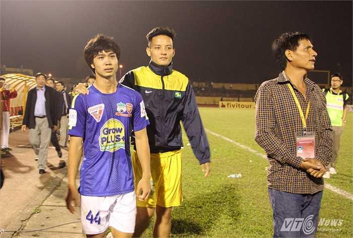Nhưng sau 90 phút thi đấu, Công Phượng không thể làm gì giúp đội bóng của mình tránh khỏi trận thua lấm lưng 0-2 trước chủ nhà SLNA. (Ảnh: Hà Thành)