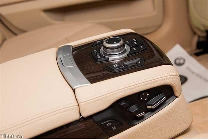 Cận cảnh cụm nút điều khiển dành cho các VIP.