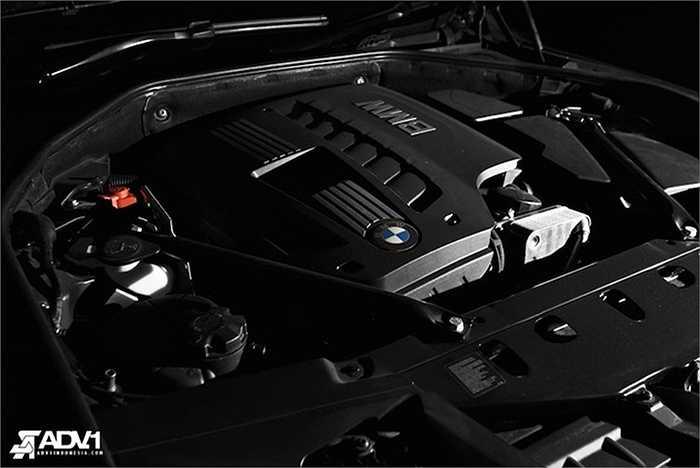 Là phiên bản thấp nhất của dòng 7 Series, 760 Li có động cơ 6 xi-lanh thẳng hàng 3.0L với công suất 258 mã lực và mô-men xoắn cực đại 310 Nm.