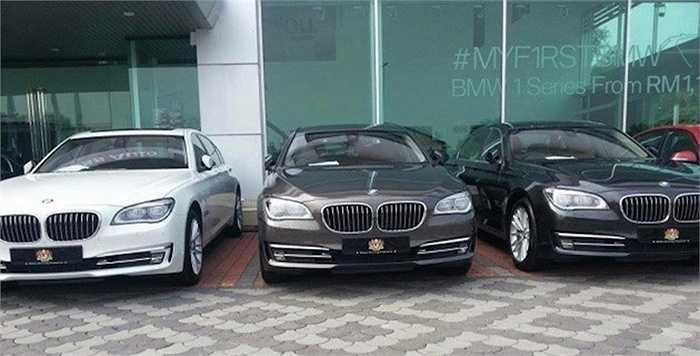 Ngoài 730Li, BMW còn cung cấp hàng loạt những chiếc 5 Series phục vụ cho hội nghị.