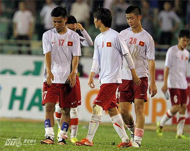 Nhưng ở trận đấu thứ 2, Tuấn Anh không thể giúp U19 Việt Nam tránh khỏi trận thua tan nát trước U19 Nhật Bản. (Ảnh: Quang Minh)