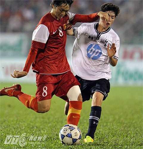 Ở trận đấu thứ 3 gặp U19 Tottenham, Tuấn Anh cùng đồng đội đã lấy lại hình ảnh của mình bằng màn rượt đuổi tỷ số. (Ảnh: Quang Minh)