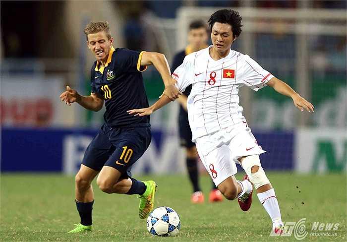 1 tuần sau, U19 Việt Nam trở về Mỹ Đình, đá giải U19 Đông Nam Á mở rộng. Ở trận mở màn gặp U19 Australia, Tuấn Anh tiếp tục chứng tỏ được vai trò nhạc trưởng của mình. (Ảnh: Quang Minh)