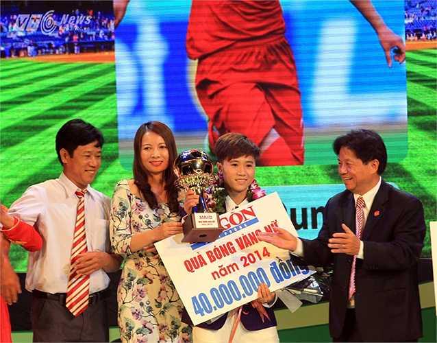 Quả bóng Vàng dành cho Tuyết Dung là hoàn toàn xứng đáng khi cô đã có một năm tỏa sáng trong màu áo ĐT nữ Việt Nam ở vòng loại World Cup và ASIAD.