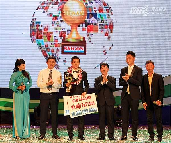 Đây lần đầu tiên Văn Quyến lọt vào top 3 cầu thủ danh giá nhất Việt Nam năm 2014. Văn Quyết từng 2 năm liền là cầu thủ trẻ xuất sắc  (2010 và 2011).