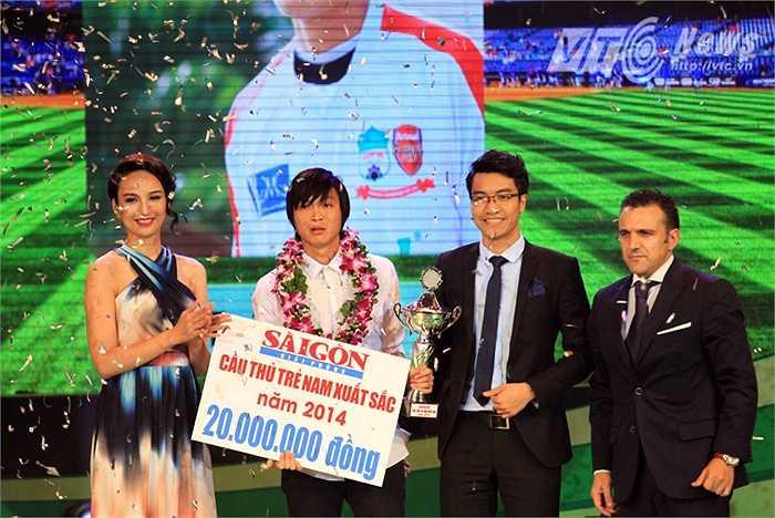 Danh hiệu cầu thủ trẻ xuất sắc nhất năm 2014 của nam đã thuộc về tiền vệ Nguyễn Tuấn Anh (HAGL) với 49 phiếu bầu chọn.