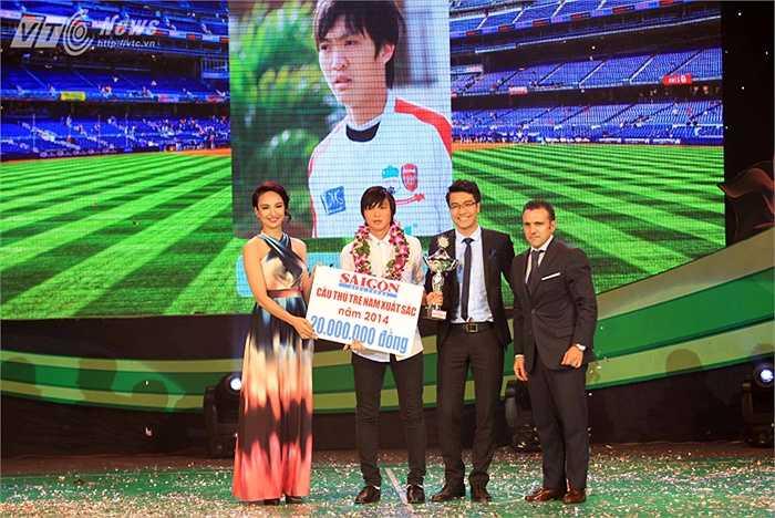 Tuấn Anh đã vượt qua người đồng đội Công Phượng ở CLB HAGL và tiền vệ Võ Huy Toàn của SHB Đà Nẵng.