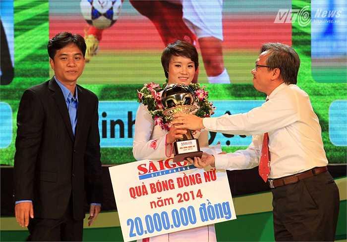 Và người giành danh hiệu Quả bóng Đồng Việt Nam 2014 là tiền đạo Nguyễn Thị Minh Nguyệt của CLB Hà Nội với 129 điểm.