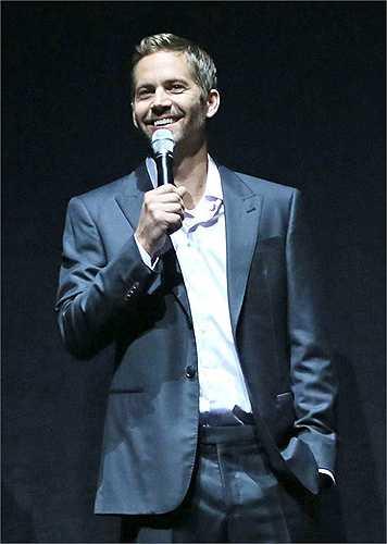 Ngay cả khi đứng trên sân khấu phát biểu, Paul vẫn luôn nở nụ cười đầy hạnh phúc cho khán giả tại CinemaCon ở Las Vegas năm 2013.