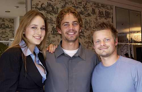 Paul vui vẻ chụp ảnh kỷ niệm cùng Leelee Sobieski và Steve Zahn tại Liên hoan phim quốc tế Toronto vào tháng 9.2001.