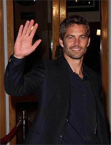 Anh vẫy tay chào người hâm mộ trong buổi ra mắt Fast & Furious năm 2009.