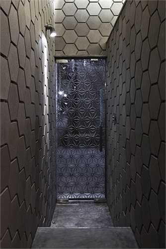 Sự độc đáo của các bức tường giúp điểm nhìn rất hút mắt và có tính thẩm mỹ cao khi kết hợp với việc chiếu sáng.