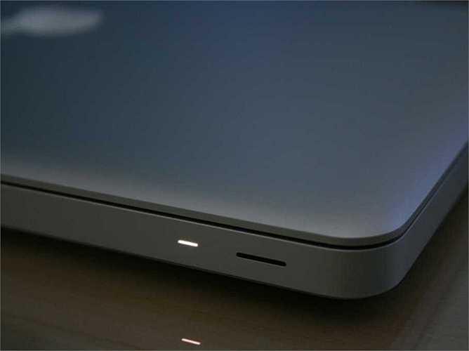 1. Đèn Led theo nhịp thở. Công nghệ này được Apple đăng ký từ năm 2002 với việc đèn Led báo hiệu trên MacBook có khả năng 'bắt chước' nhịp thở của người dùng
