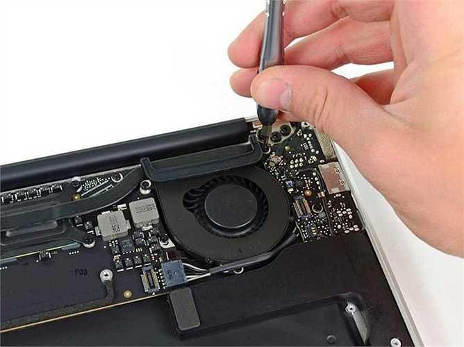 2. Quạt kêu nhỏ hơn. Khi muốn áp dụng công nghệ giọng nói trên những thế hệ MacBook mới, Apple đã làm giảm tiếng ồn phát ra từ quạt tản nhiệt để máy nhận giọng nhanh hơn