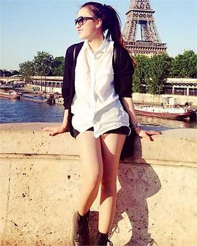 Phương Ngân được nhận vào vị trí thực tập sinh của Chanel (mảng nước hoa, mỹ phẩm Chanel khu vực châu Âu).