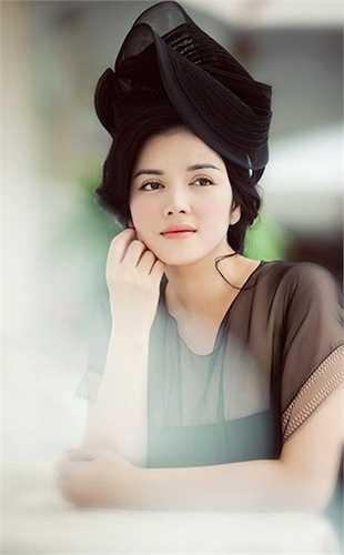 Nhưng nhìn chung, cô là một trong những kiều nữ Việt hợp nhất với phong cách quý tộc.