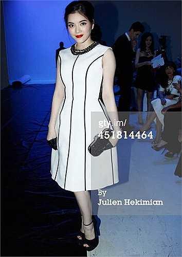 Cô cũng thường xuyên diện phong cách này đến các show thời trang.