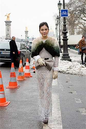 Năm 2013, Lý Nhã Kỳ cũng đã từng tham dự sự kiện này và đã vinh dự được tạp chí Vogue đánh giá là một trong những ngôi sao ăn mặc đẹp nhất trong tuần lễ.
