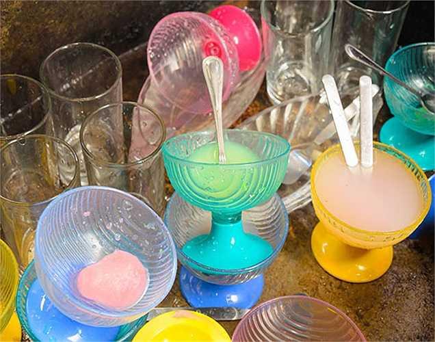 Nhựa: Có nhiều nghiên cứu đã chỉ ra rằng các BPA trong nhựa có liên quan đến vấn đề sinh sản và các bệnh tim mạch.