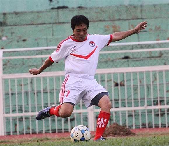 Cựu cầu thủ đất mỏ Quảng Ninh - Từ Viết Hà. (ảnh: Hoàng Tùng)