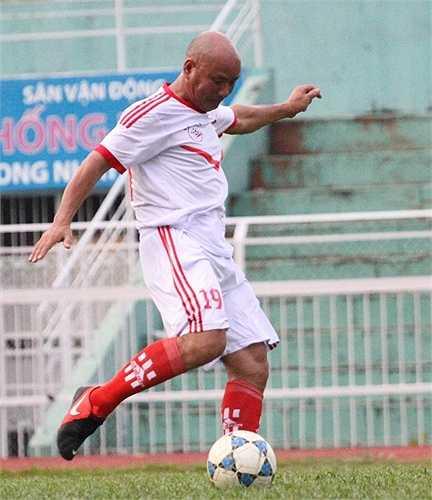 Cựu trung vệ của CA Hải Phòng - Vũ Trọng Hà đã có bàn thắng rất đẹp từ chấm đá phạt. (ảnh: Hoàng Tùng)