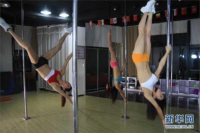 Những VĐV múa cột ngoài việc rèn luyện thân thể khỏe mạnh, họ còn cải thiện rất nhiều hệ vận động, cũng như tim mạch