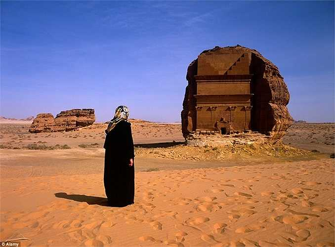 Khu mộ nằm giữa sa mạc