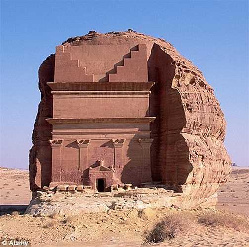 Người dân địa phương còn gọi ngôi mộ này là lâu đài cô đơn