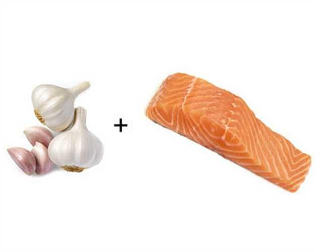 Cá hồi + tỏi: Kết hợp tỏi và cá hồi có thể làm giảm lượng cholesterol trong máu, giảm nguy cơ mắc bệnh tim.